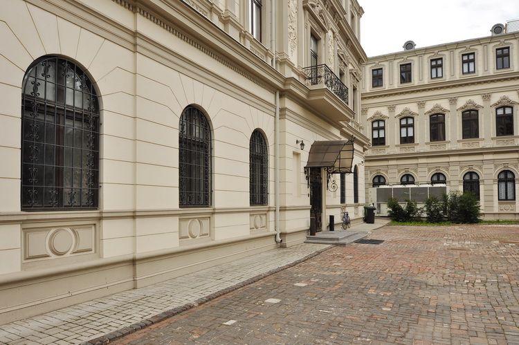 Muzeul Colectiilor de arta - casa Romanit (1)