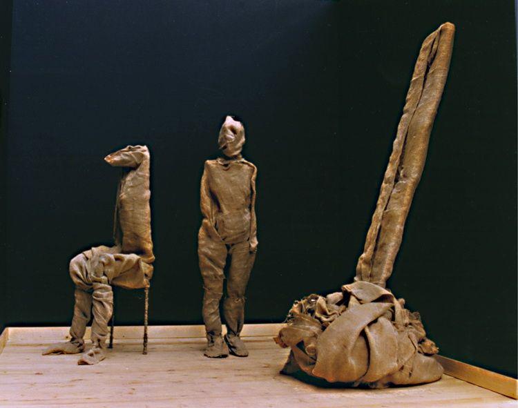 sculptura moale , compozitie cu trei forme, panza de canepa pe armatura de metal sudata, autor,Scutaru E