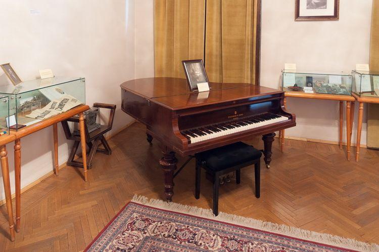 Palatul Cantacuzino - muzeul G. Enescu interior (2)
