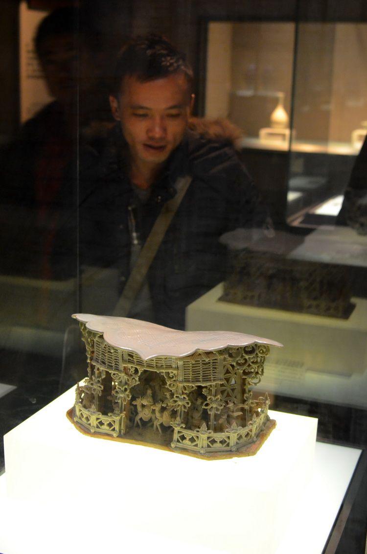 china_porcelain_pillow_beijing_artindex_01