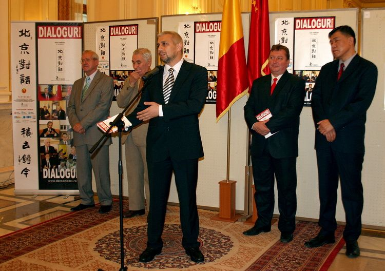Lansare-Dialoguri-la-Beijing-la-Parlamentul-Romaniei-01.10.2013