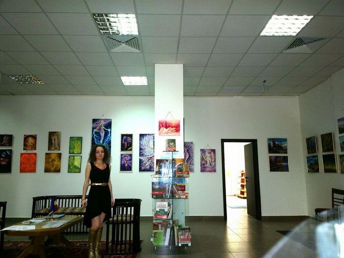 Artista Corina Chirila la Galeria T Drumul taberei 2014-05-10-1923_Q1