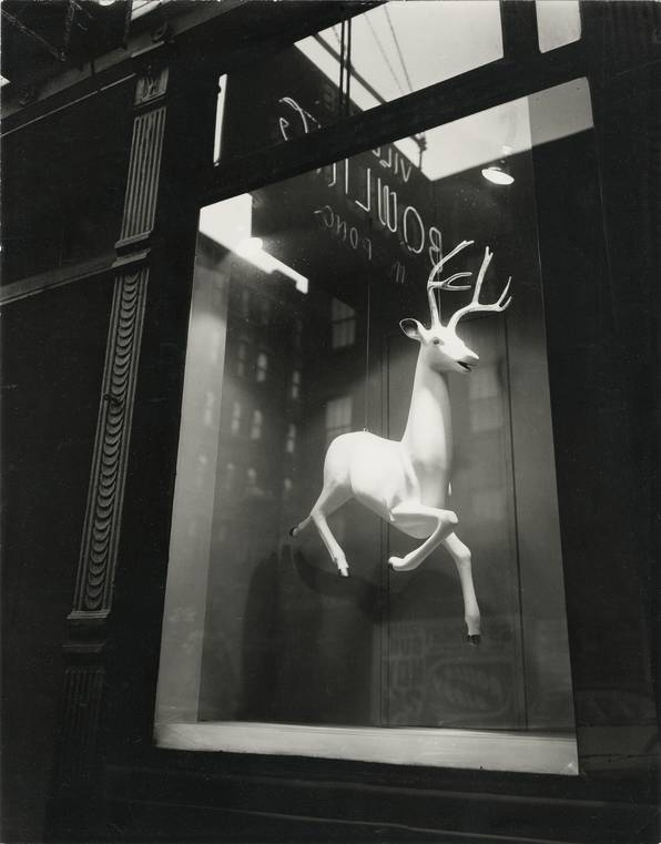 Berenice Abbott - Designer's Window, Bleecker Street (1947)
