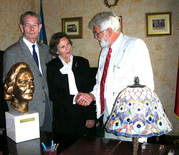 his-majesty-king-mihai-i-of-romania-and-her-majesty-queen-ana-receiving-the-comissioned-bronze-bust-from-bay-area-sculptor-paul-mircea-goreniuc-copy