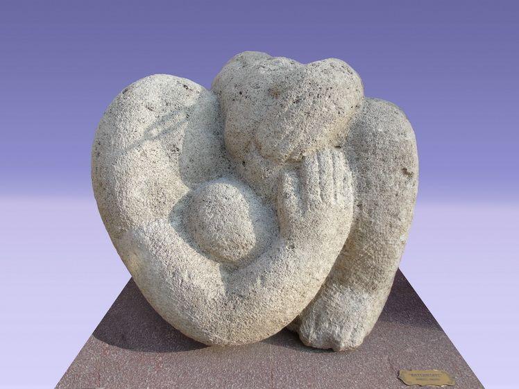 2. Marcel Grosu, Maternitate, piatra, 120 64 cm
