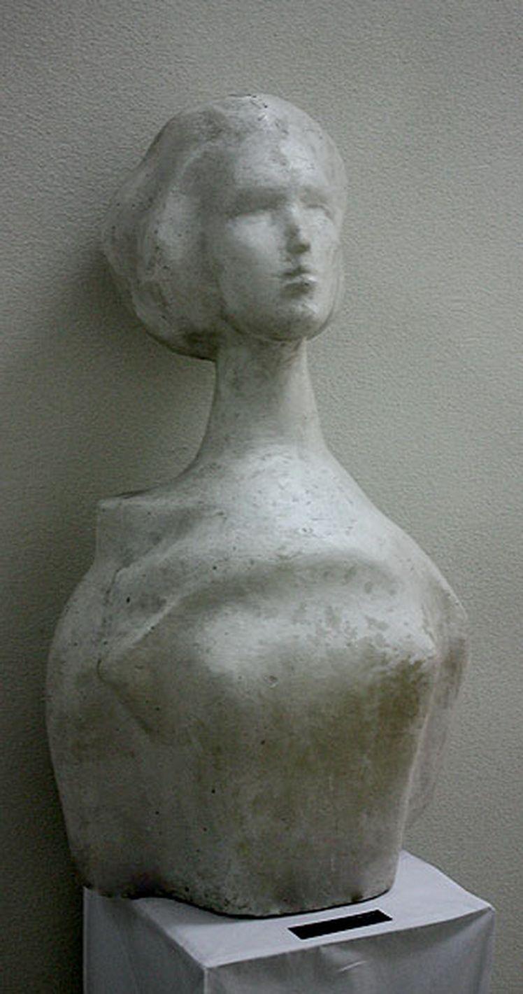4. Marcel Grosu, Studenta, gips, 80 45 8 cm (MAVG)